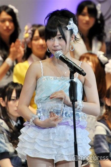「AKB48 27thシングル 選抜総選挙 ~ファンが選ぶ64議席~」でスピーチをする指原莉乃