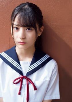 日向坂46小坂菜緒、ラストを飾る清らかな制服披姿露