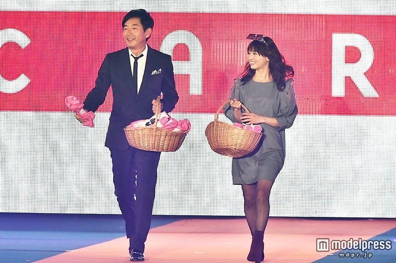 石田純一、スーツ姿で桃瀬美咲とランウェイ バブル時代のショッピング事情を明かす【モデルプレス】
