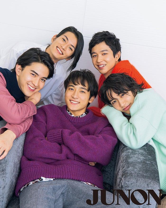 (左上から時計回りに)渡邊圭佑、鈴木仁、松岡広大、小関裕太、甲斐翔真(画像提供:主婦と生活社)