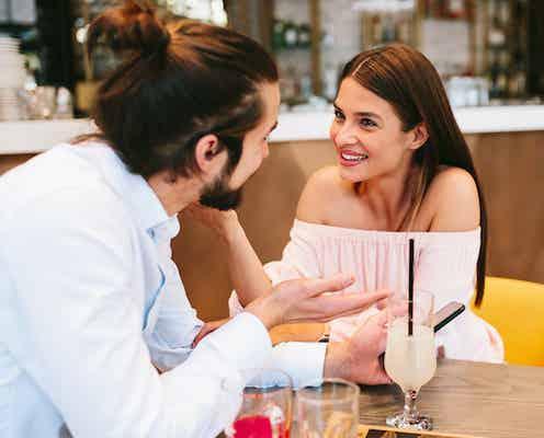 なぜか好かれる女性の秘密!「モテる女性の会話力」とは