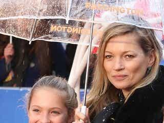 ケイト・モス、娘ライラちゃんと一緒の初レッドカーペット