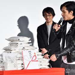 サプライズで運ばれてきたお米に「爆発とかせぇへん?」と怖気づく錦戸亮(C)モデルプレス
