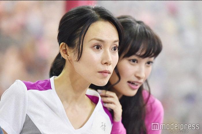 中谷美紀、大政絢「私結婚できないんじゃなくて、しないんです」第2話・場面カット(C)TBS