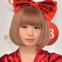 """モデルプレス - きゃりー、""""つけま""""ブレイクから紅白初出場まで…怒涛の2012年を振り返る"""