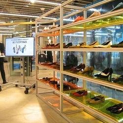 GUが靴の新ライン「ジーユーシューズラボ」を立ち上げ 客の声・データ元に改善