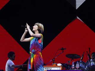 木村カエラ 10周年記念ライブでニューアルバム「MIETA」12/17リリースを発表