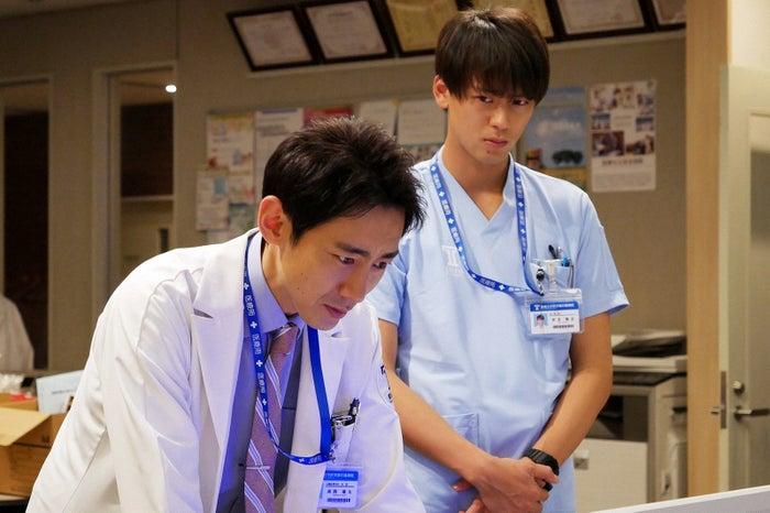 小泉孝太郎、竹内涼真/「ブラックペアン」第4話より(C)TBS