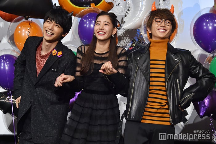 """""""トリコダンス""""を踊った(左から)吉沢亮、新木優子、Nissy (C)モデルプレス"""
