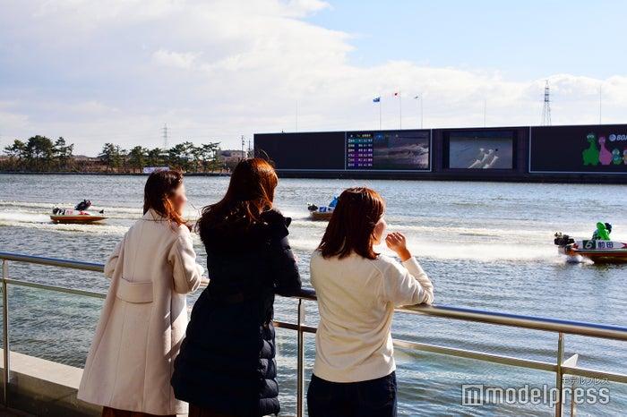 コースとの距離が近いのもボートレース津の特徴(C)モデルプレス