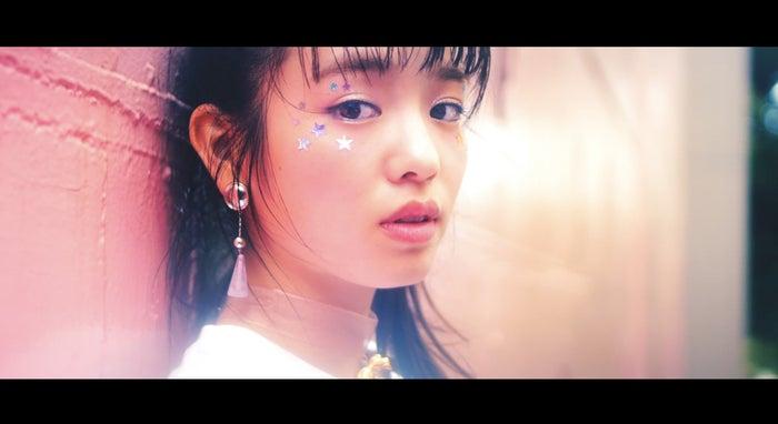 横田真悠/Hava a Nice Day!「わたしを離さないで」MVより