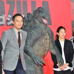 (左から)安藤美姫、渡辺謙、吉田沙保里選手、澤穂希選手