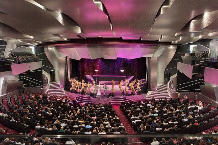 世界のトップアーティストが繰り広げるショーは圧巻/MSC Cruises S.A.
