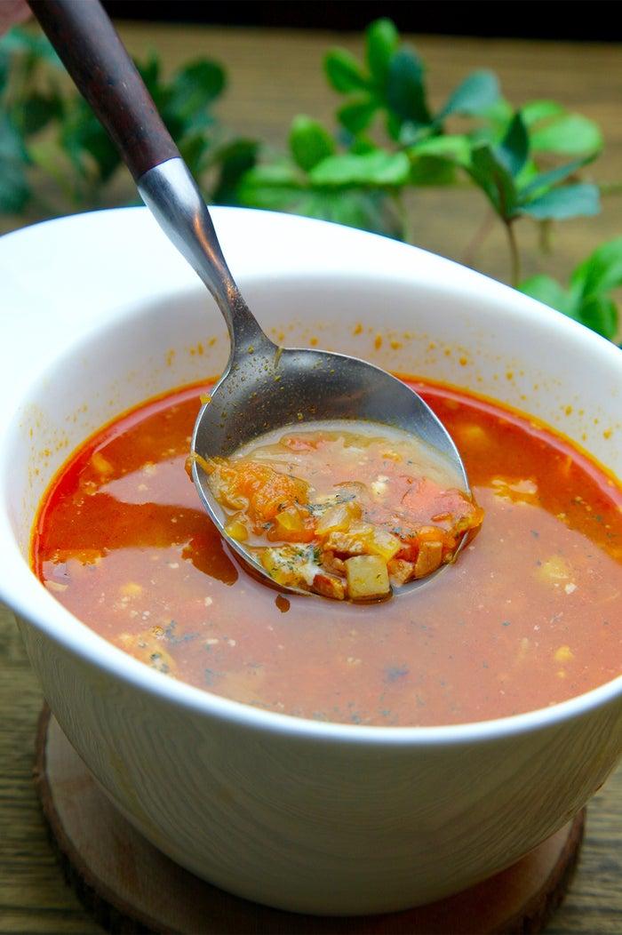 根菜とハーブたっぷりトマトのミネストローネ/画像提供:Soup+