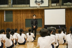 早大大学院修了のEXILE TETSUYA、ダンスの授業を初視察 教員と意見交換