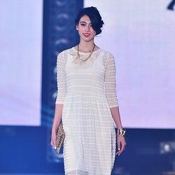 三吉彩花、透け服でヘルシー肌見せ 爽やかな色気振りまく<GirlsAward 2015 S/S>