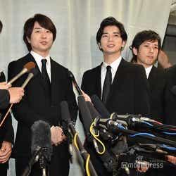 ジャニーさんとの思い出を語る嵐(左から)大野智、櫻井翔、松本潤、二宮和也、相葉雅紀(C)モデルプレス