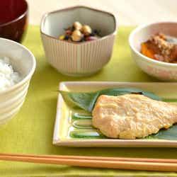 ご飯の食べ方を要チェック!/Photo by ぱくたそ