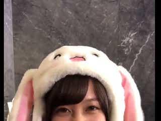 """橋本環奈が照れ笑いする動画が悶絶級の可愛さ 韓国でブームの""""動くうさ耳帽子""""をぴょこぴょこ"""