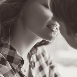 我慢できるわけない♡男性の理性が暴走する「激しいキス」4選