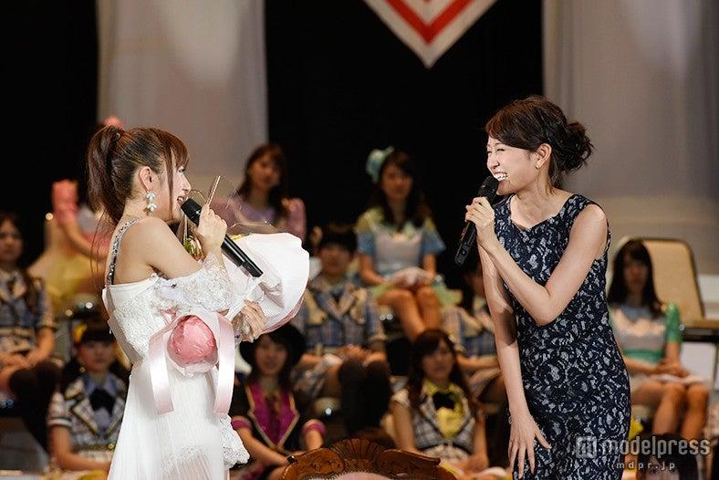 前田敦子、総選挙に登場「お疲れって言いに来た」高橋みなみ泣き崩れる(C)AKS【モデルプレス】