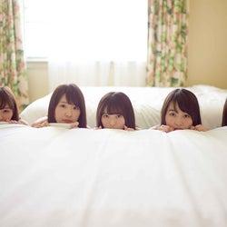 乃木坂46、2年前の写真集も反響 「1時間遅れのI love you.」13万部突破<未公開カット&コメント到着>