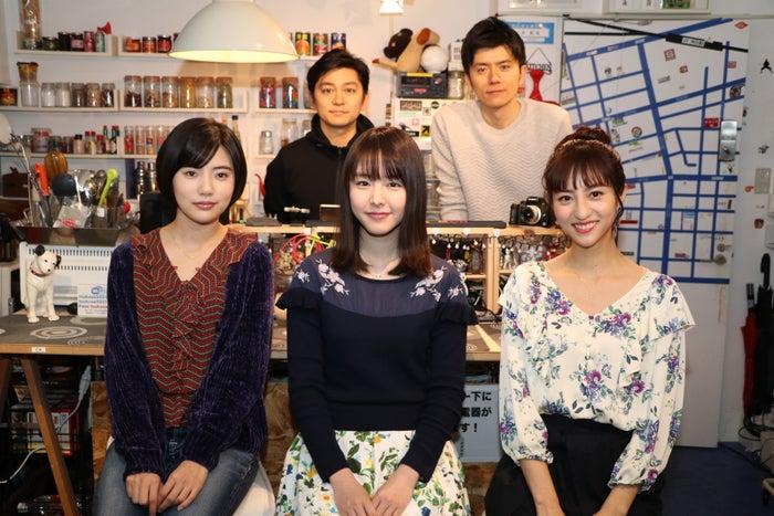 (左奥から)森圭介アナ、青木源太アナ(左手前から)山本亜依、唐田えりか、堀田茜(提供写真)