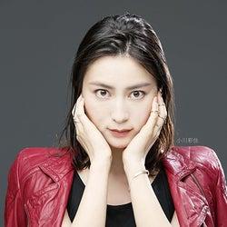 テレ朝・小川彩佳アナ、ロックな衣装で新境地「顔がすぐ真っ赤に」