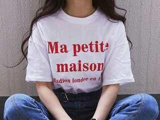絶妙に女っぽい♡おしゃれさんの間で《赤ロゴTシャツ》がHIT中です!