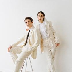 山本美月&瀬戸康史、美しすぎるウェディングショットに反響「パンツスタイルがオシャレ」「美男美女際立つ」
