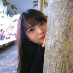 齋藤飛鳥の彼女感あふれる「ひょっこりはん」(撮影:若月佑美)(提供写真)