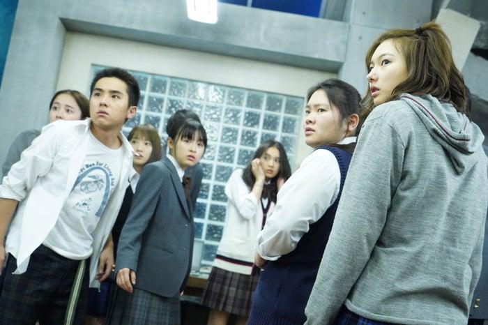 若林時英(左)「3年A組 ―今から皆さんは、人質です―」第5話より(C)日本テレビ
