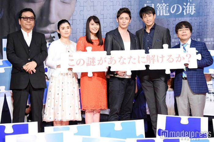(左から)和泉聖治監督、石田ひかり、広瀬アリス、玉木宏、吉田栄作、小倉久寛(C)モデルプレス