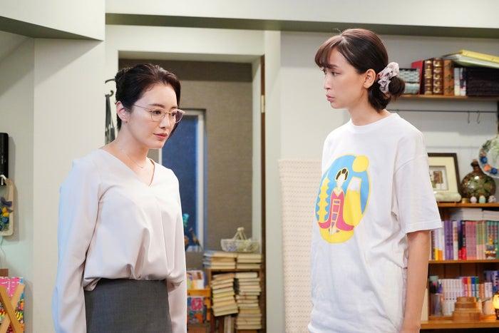仲間由紀恵・杏/「偽装不倫」第6話より(C)日本テレビ
