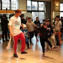 モデルプレス - EXILE黒木啓司&NESMITH、子どもたちが踊る「Rising sun」に刺激