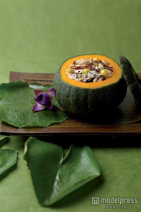 カボチャが器代わりの栄養ご飯/画像提供:韓国観光公社