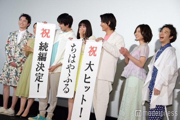 (左から)森永悠希、上白石萌音、真剣佑、広瀬すず、野村周平、松岡茉優、矢本悠馬(C)モデルプレス