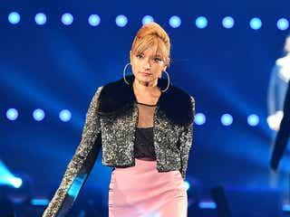ローラ、極上ミニスカでCL(from 2NE1)と豪華コラボ「東京ガールズコレクション」開幕<TGC2016 A/W>