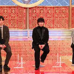 (左から)福士蒼汰、綾野剛、木村佳乃(C)フジテレビ