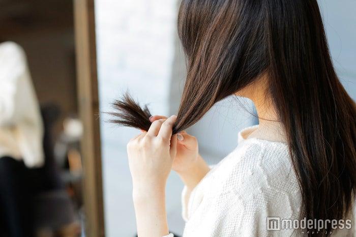 「髪」の花粉対策を見落としている人続出 今すぐ始めたい夜の1分ヘアケアとは?(C)モデルプレス