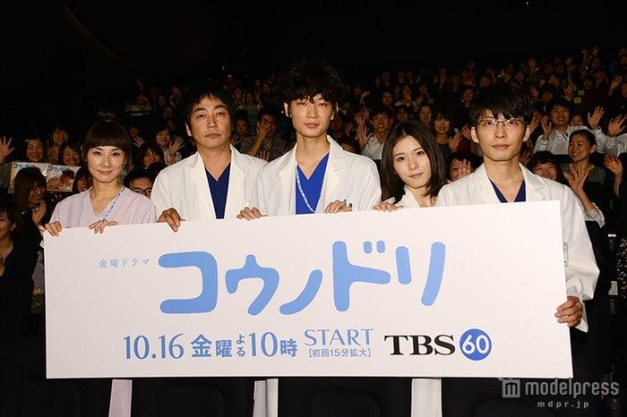 (左から)吉田羊、大森南朋、綾野剛、松岡茉優、星野源