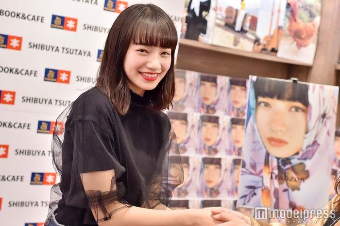 小松菜奈、ファン1500人と握手会「この日を楽しみにしていました」(C)モデルプレス