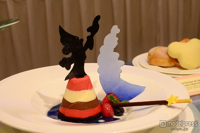 ミッキーのファンタジアをイメージしたデザート