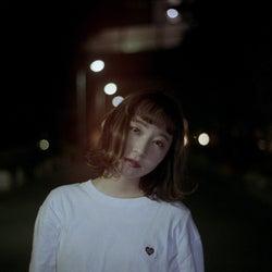 """シンガーソングライター""""果歩""""、初の全国流通盤EP「水色の備忘録」のリリースが決定"""
