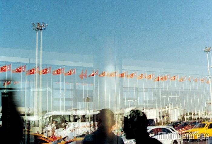 小松菜奈1st写真集『Trabzon』(発売中)より/画像提供:SDP