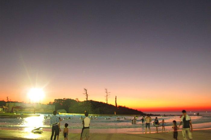 夕日と波の出るプール/画像提供:芝政観光開発