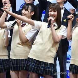 モデルプレス - 生見愛瑠・AKB48下尾みうら、ミニスカ制服で美脚披露 ゆきぽよ「真のギャルを教えていきたい」