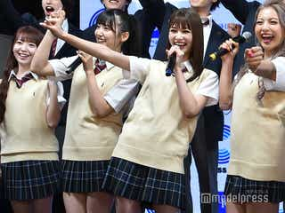 生見愛瑠・AKB48下尾みうら、ミニスカ制服で美脚披露 ゆきぽよ「真のギャルを教えていきたい」