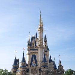 東京ディズニーランド&シー、休園期間延長を発表「美女と野獣エリア」開業も延期