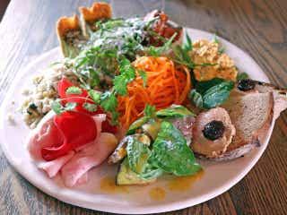 本場「ビストロの空気」を体感!うまい料理を五感で味わう代々木上原の一軒家ビストロ『サンカントサンク』
